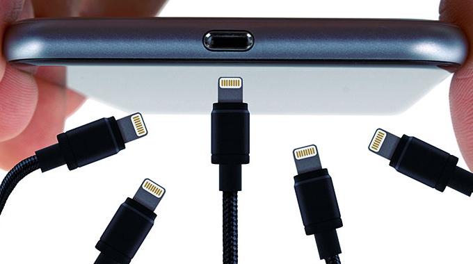 Китайская зарядка для IPhone. Почему использование неоригинальной зарядки опасно.